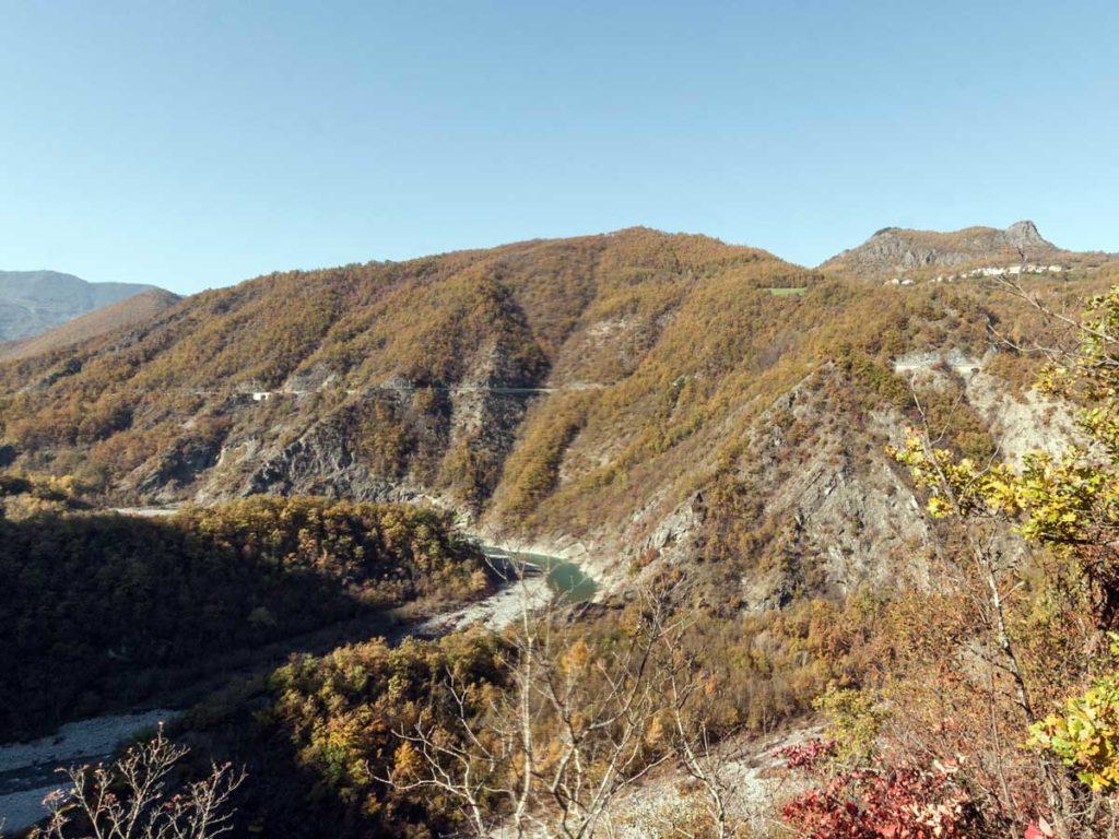 Valle Appenninica con Fiume