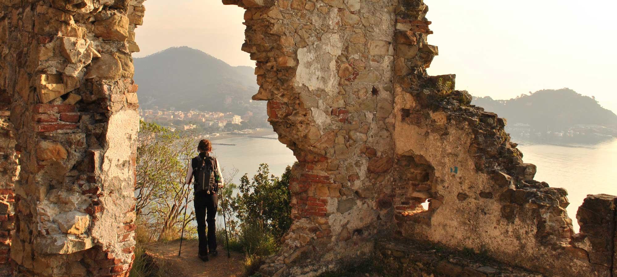 Sesntri Levante Mare con Escursionista
